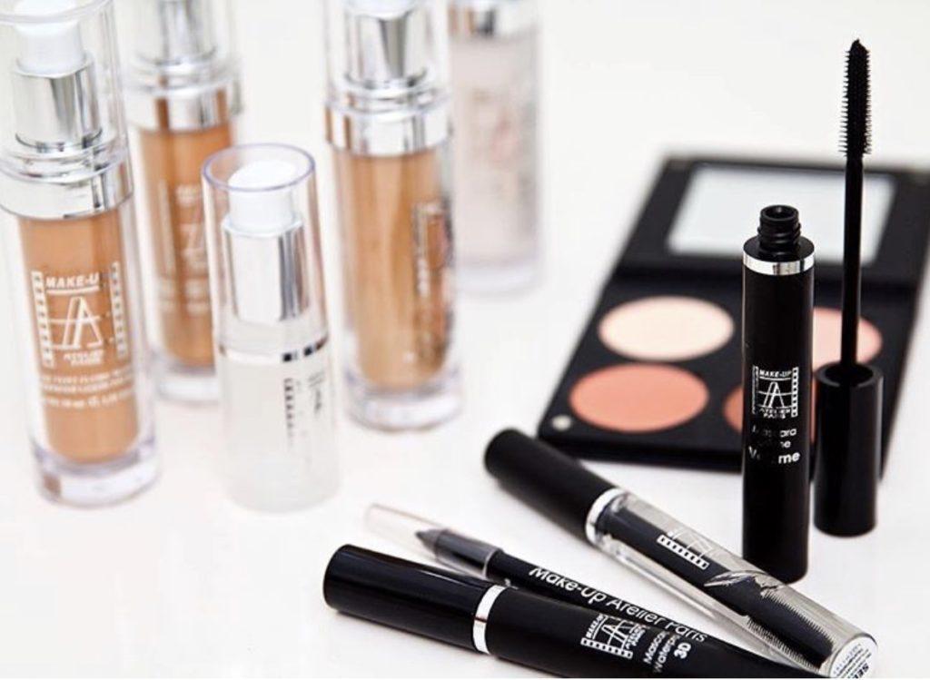 Assortiment de maquillage, kit de survie de la mariée. Paris en Noces. Wedding planner en île de France