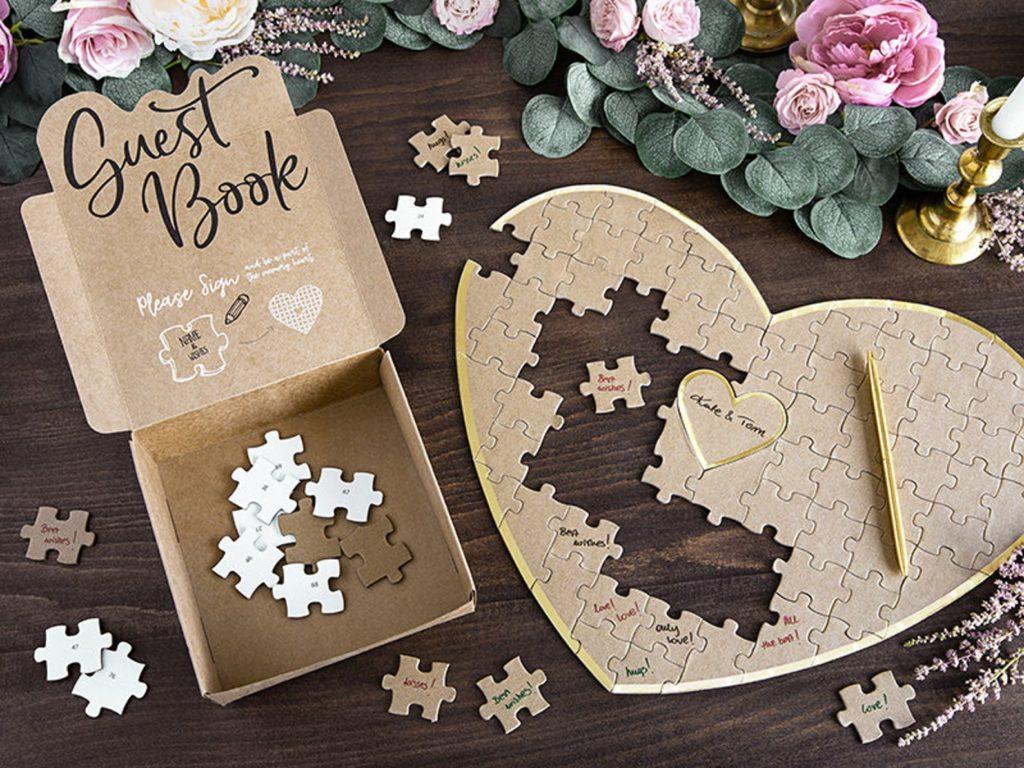 Puzzle vierge en forme de coeur . Livre d'or.Paris en noces.wedding planner en île de France